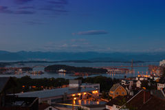 Stavanger bij nacht Stock Afbeeldingen