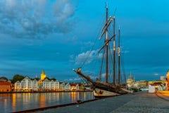 Stavanger bij nacht Stock Foto