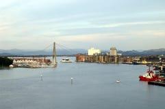 Stavanger-Hafen mit Brücke Stockfotos