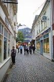 Stavanger, Noorwegen, oude stadsstraat stock afbeeldingen