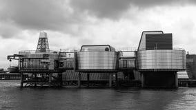 STAVANGER, NORUEGA - CERCA de 2016 - o museu do petróleo de Stavanger em Noruega imagem de stock royalty free