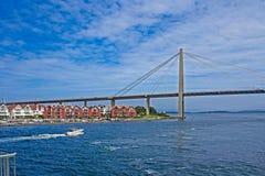 Stavanger-, Norwegen-Hafenbrücke und Appartementkomplex Lizenzfreie Stockbilder
