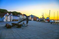 Stavanger tegen avond Royalty-vrije Stock Foto's