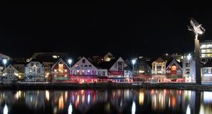 Stavanger vid nigth Fotografering för Bildbyråer