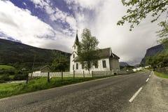 Stave Church e via Fotografia Stock Libera da Diritti