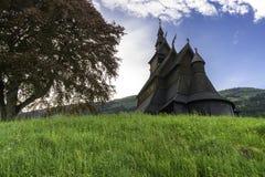Stave Church en la colina Imagenes de archivo