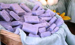Staven van lavendelzeep royalty-vrije stock fotografie