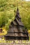 Stavkirke uma nave tripla de madeira velha Stave Church Imagens de Stock