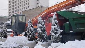 Stavropol Rosja, Grudzień, - 2017: Stavropol centrali ulicy Snowplow na śnieżnej drodze zbiory