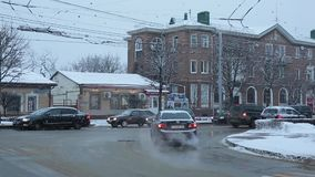 Stavropol Ryssland - Februari 2018: Stavropol centrala gator i vinter stock video