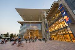 Stavros Niarchos Foundation Cultural Center SNFCC em Atenas imagens de stock royalty free