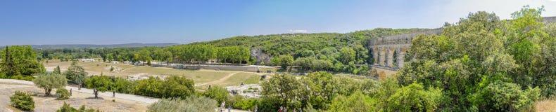 Staw Du Gard, Francja, panoramy pokazywać przetwarzające paliwa akwedukt Obraz Royalty Free