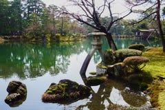 Staw w Japońskim ogródzie w Kanazawa Zdjęcie Royalty Free