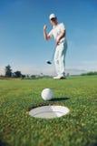 Stawiać golfowego mężczyzna Obraz Stock