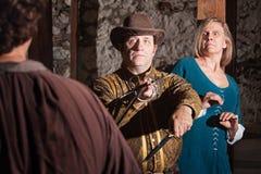 Średniowieczny Swashbuckler Ratuje kobiety Zdjęcia Royalty Free