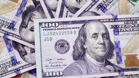 Stawia nowych sto dolarów, obracanie gotówkowi rachunki zdjęcie wideo