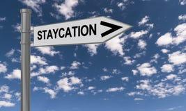 Staycations-Zeichen lizenzfreies stockfoto