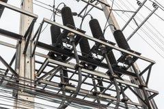 Stazione ad alta tensione di distribuzione elettrica Immagini Stock Libere da Diritti