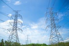 Stazione ad alta tensione di trasformazione e della centrale elettrica Immagini Stock Libere da Diritti
