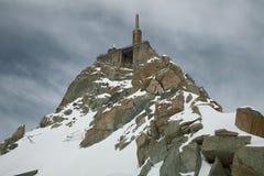 Stazione alpina Aiguille du Midi m. della cabina di funivia della sommità Fotografie Stock