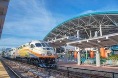 Stazione centrale di Lynx, treno di SunRail, stazione degli autobus di Lynx, Orlando Florida fotografie stock libere da diritti