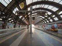 Stazione Centrale plattformar i Milan Royaltyfri Bild