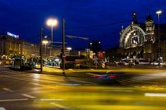Stazione centrale quadrata Francoforte alla notte Fotografia Stock