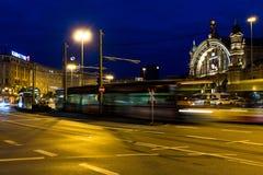 Stazione centrale quadrata Francoforte alla notte Fotografie Stock Libere da Diritti