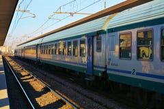 Stazione con un treno, Italia di Treviso Immagini Stock