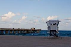 Stazione del bagnino in mare Immagini Stock