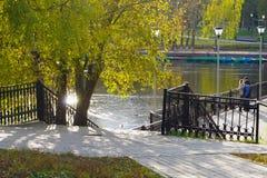 Stazione della barca nel parco Mosca di Troparevsky immagini stock libere da diritti