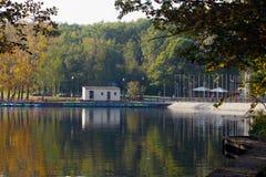 Stazione della barca nel parco Mosca di Troparevsky Immagine Stock
