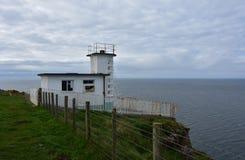 Stazione della guardia costiera sulla baia di Fleswick in Cumbria ad ovest Inghilterra fotografie stock libere da diritti