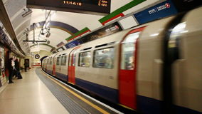Stazione della metropolitana di Londra stock footage