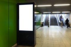Stazione della metropolitana Digital elettronica Interi del tabellone per le affissioni della pubblicità Fotografie Stock Libere da Diritti