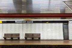 Stazione della metropolitana e banco di NYC Immagine Stock