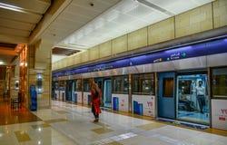 Stazione della metropolitana nel Dubai, UAE immagine stock libera da diritti