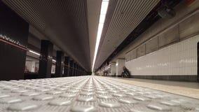 Stazione della metropolitana vuota dalla terra Fotografia Stock