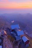 Stazione della montagna al tramonto vicino Fotografie Stock Libere da Diritti