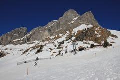 Stazione della sommità della cabina di funivia di Gumen in Braunwald, alpi svizzere Immagini Stock Libere da Diritti