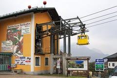 Stazione della valle del tram dell'antenna di Zwölferhorn Villaggio Sankt Gilgen, Austria Immagini Stock