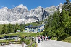 Stazione della valle della cabina di funivia del ghiacciaio di Dachstein in Austria Immagini Stock