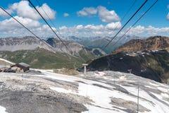 Stazione dello sci in alte alpi Immagine Stock