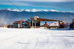 Stazione dello sci di Bansko, ascensore della cabina di funivia, Bulgaria Fotografia Stock Libera da Diritti