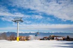 Stazione dello sci di Bansko, ascensore della cabina di funivia, Bulgaria Fotografia Stock