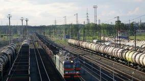 Stazione di caricamento della ferrovia del percorso del parco stock footage