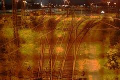 Stazione di ferrovia alla notte Fotografie Stock Libere da Diritti