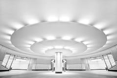 Stazione di metro pubblica in bianco e nero ultra moderna Fotografie Stock Libere da Diritti