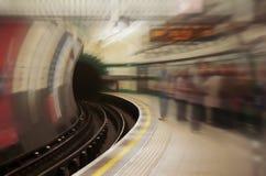 Stazione di metro in sotterraneo Fotografie Stock Libere da Diritti