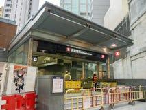 Stazione di MTR Sai Ying Pun in costruzione - l'estensione della linea dell'isola al distretto occidentale, Hong Kong Fotografia Stock Libera da Diritti